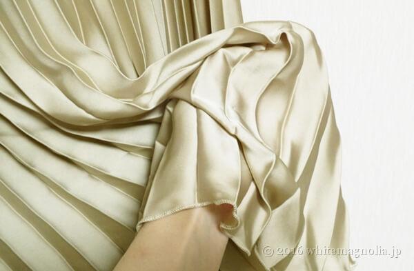 ZARAのアコーディオンプリーツスカート(プリーツの質感)