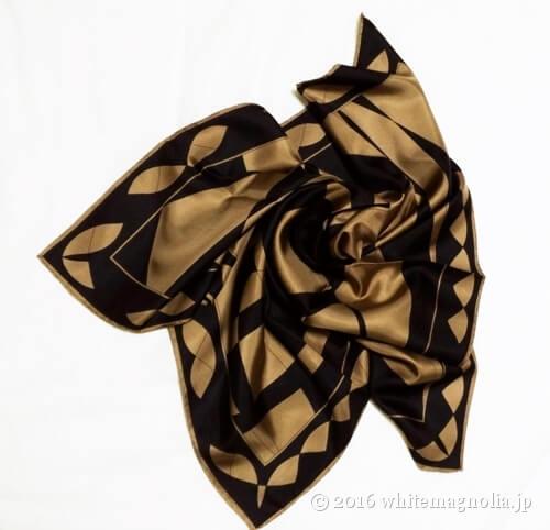 dinosのシルクオプティカルプリントスカーフ