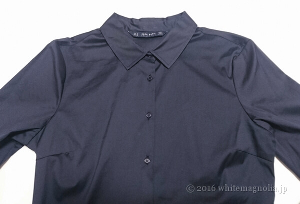 ZARAベーシックポプリンシャツ(ネイビー)の襟から胸