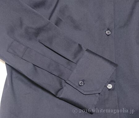 ZARAベーシックポプリンシャツ(ネイビー)のボタンと袖口