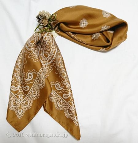 m.soeur デイジーとあじさいの小さなヘアゴム をスカーフ留めにしてみたところ