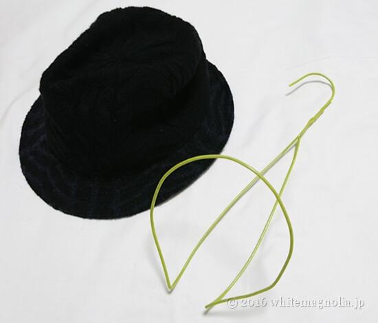 100均の針金ハンガーで作った帽子ハンガー