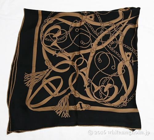 dinosシルクサテンシフォン ベルト柄 スカーフ(4つ折り)