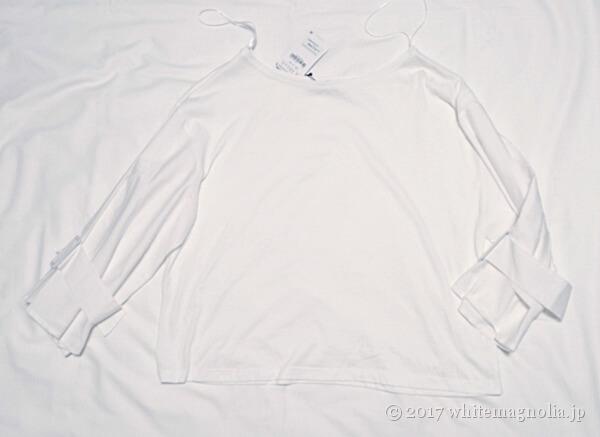 ZARAのバックルディテールTシャツ(前側)