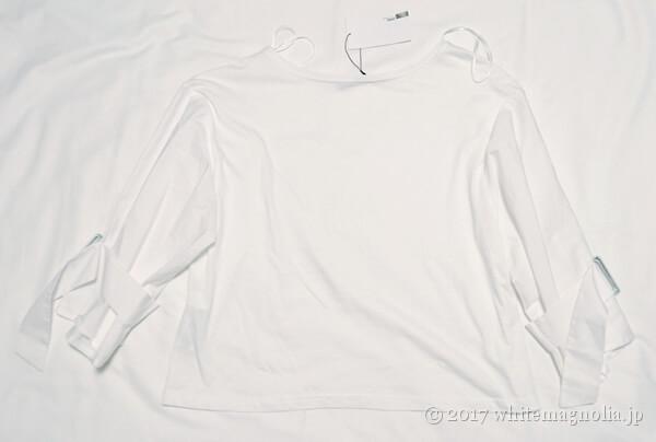 ZARAのバックルディテールTシャツ(背中側)