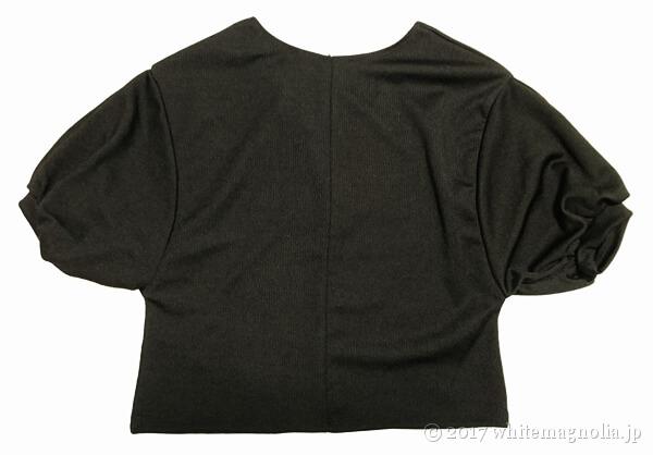 ZARAのバルーンスリーブTシャツ(背中側)
