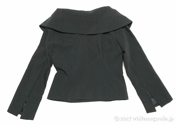 ZARAのダブルブレストVネックジャケット(背中側)