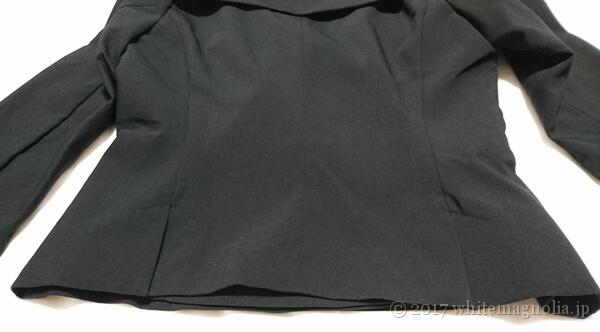 ZARAのダブルブレストVネックジャケット(背中側のダーツ)