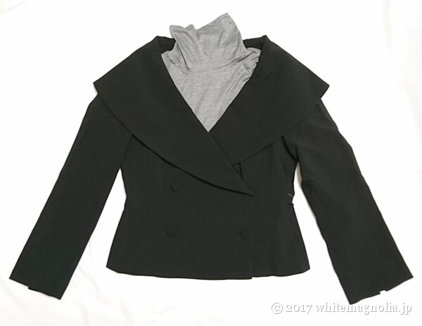 ZARAのダブルブレストVネックジャケット(タートルネックとのコーデ)