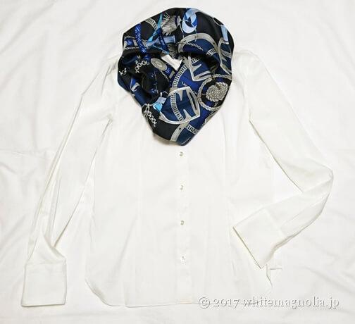 dinos シルクツイルスカーフ(2017AW・オフホワイトシャツとのコーデ)