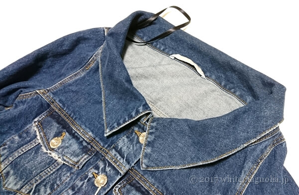 ZARA 刺繍入りボートネックデニムジャケット(襟周り)